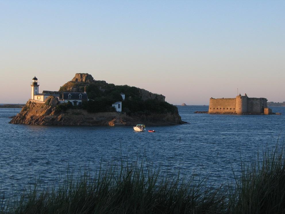 Ile Louet et Chateau du Taureau