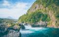 Beau paysage de montagne avec rivière